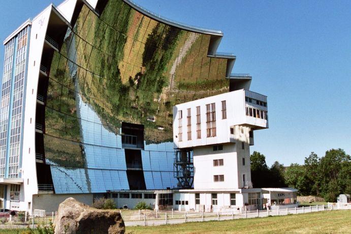 Solarna peć u gradiću Odeillo, u francuskom delu Pirineja