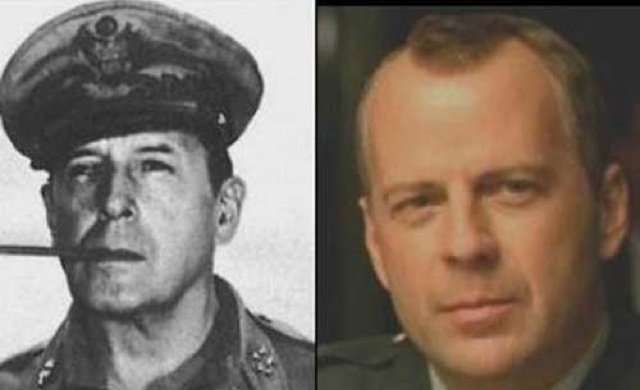 Bruce Willis i američki general Douglas MacArthur