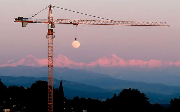 moon-crane-perfect-timin