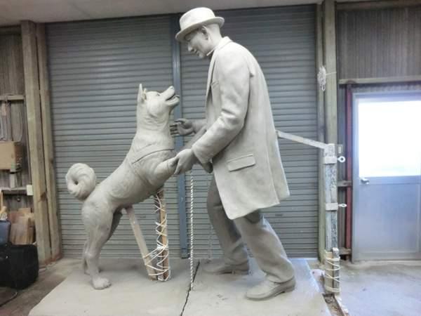 pas hačiko statua