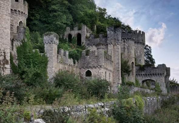 Napuštena palata