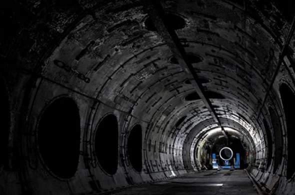 Unutrašnjost fabrike gasnih turbina u Velikoj Britaniji, gde su se proizvodili i testirali mlazni motori