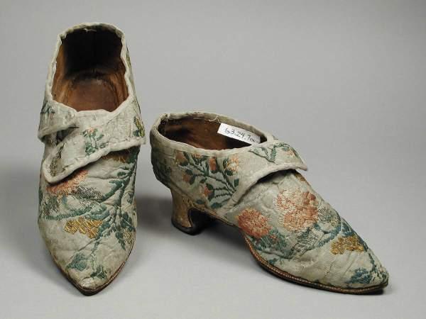 Par ženskih cipela od svile i kože, oko 1770., verovatno iz Italije