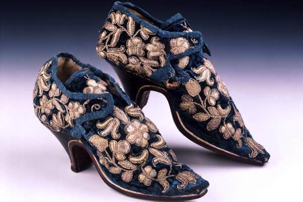 Pretpostavlja se da je ove cipele od plavog pliša nosila engleska plemkinja Meri Stenhop.