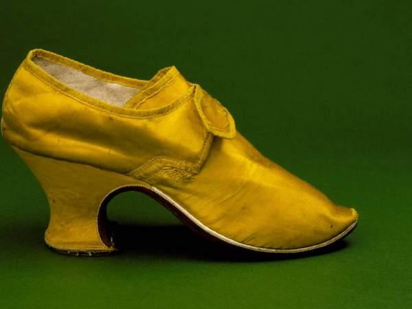 "Cipela od žute svila sa ""luj"" potpeticom, Engleska, oko 1760-1765"