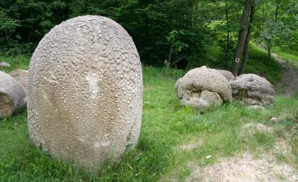 Камене громаде широм планете Trovanti-kamenje