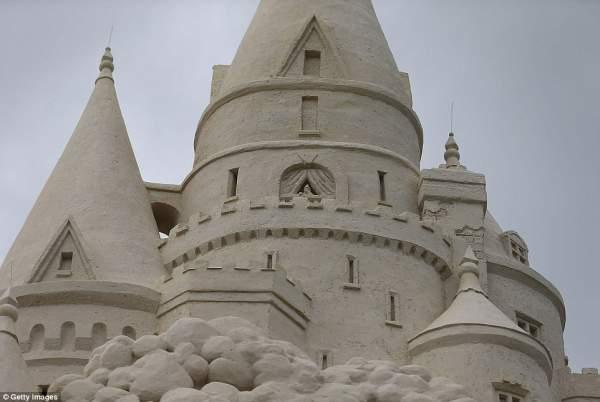 majami zamak od peska